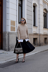 Swantje Sömmer | OffwhiteSwan - Gucci Bag, All Items On My Blog - Sweater, Midi Skirt & Gucci Dionysus