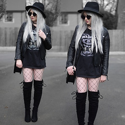 Sammi Jackson - Zaful Sunglasses, Topshop Biker Jacket, Asos Jack Daniel's Tee, Asos Double Buckled Belt, Oasap Quilted Bag, Choies Fishnets, Boohoo Knee High Boots - JACK DANIEL'S