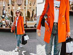 Andreea Birsan - Gucci Belt, Pearl Jeans, Adidas Superstar White Sneakers, Graphic Tee, Orange Blazer, Scarf, Quilted Leather Bag, Red Cat Eye Sunglasses - The easy way to wearing pearl jeans
