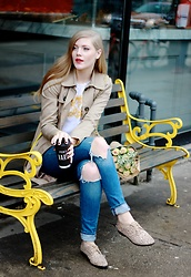 Sydney Hoffman - Mavi Ripped Jeans, Loft Blouse - Coffee Shop