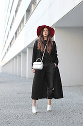 Bárbara Marques - H&M Coat, Bershka Jeans, Suiteblanco Mules, Michael Kors Bag, Zara Hat - Life happened