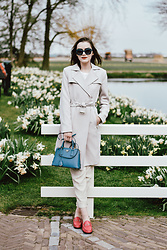 Andreea Birsan - Gucci Fuchsia Loafers, Beige Suit Pants, Trench Coat, Mini Tote Bag, Square Sunglasses - Being a tourist