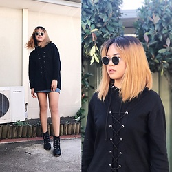 Nloua - Prettylittlething Bexie Black Lace Up Hooded Sweater Dress, Minkpink Rounded Sunnies, Black Heeled Boots - I love Jimin