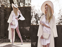 Milady Sandy - Reiss Elegance Hat, Never Fully Dressed Maxi Coat, Rosewholesale Shrit Dress, Rosewholesale Decorative Watch - Total white look.