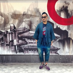 Mannix Lo - Online Shop Kimono, Uniqlo Print Tee, Maple Washed Denim Jeans, New Balance Vintage Sneakers - Ghost Buster with Japanese style