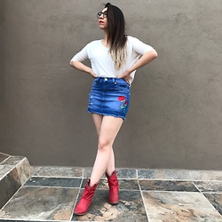 Karen Cardiel - Rose Denim Miniskirt, Red Cowboy Boots, Zara Oversized Shirt, Vintage Glasses - Roses are red ??