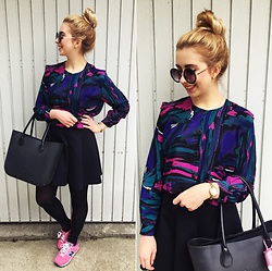 Matylda - Topshop Skirt, New Balance Sneakers, Stradivarius Round Sunglasses - Vintage multicolor blouse & pink sneakers