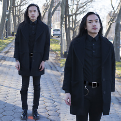 Xanthium James - The Arrivals Finn, Express 1mx, Uniqlo Full Buckle, Cheap Monday Forever Black, Dr. Martens Boanil Brush - Fin
