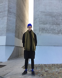 Martin Tichy - Cos Scarf, H&M Coat & Pants, Weekday Socks - BLUE OLIVE