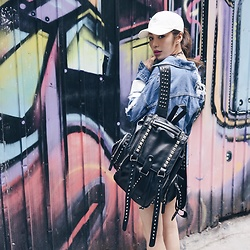Wiyona Yeung - Vivaladiva Fashion Studded Backpack - Follow your heart ?