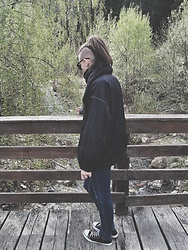 Laura Gal - Vintage Jacket, Mango Blue Jeans, Converse Black Sneakers, Zara Black Scarf - Valley