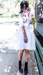 Helen @ mountainandcloud.com - Metisu Shirtdress - Spring Flowers