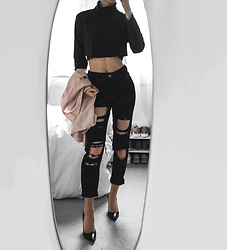 Tia Mcintosh - Boohoo Black Ripped Mom Jeans, Black Turtleneck, Black Heels - Chic Charcoal
