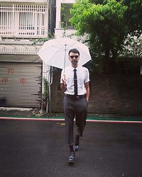 Marco Santaniello - Uniqlo Love Linen, Uniqlo Supima Cotton Socks, Pierre Cardin Vintage - Rainy in Taipei but no problem ;)
