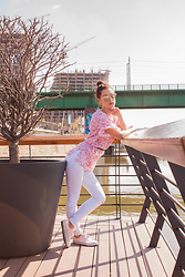 Aevoulette Benssalconia - New Yorker White Pants, Handmaded Pink Blouse, Deichmann Sneakers, Aliexpress Gold Rose Sunglasses - Wake Up Summer