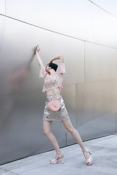 Amy Roiland - Lily And The Lamplight Outfit - Strike a pose!