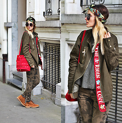 Ruxandra Ioana - Poppy Lovers Jacket - Subeme la radio