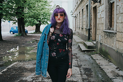 Tea M - Stradivarius Mesh Dark Floral Top, H&M Black Jeans, Pull & Bear Oversized Denim Jacket, Stradivarius Round Sunglasses - Dark Blossom