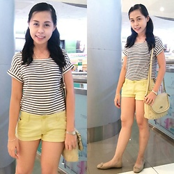 Honey Frauline - Striped Tee, Pastel Yellow Shorts, Lord's Shoulder Bag - Stripes for Spring
