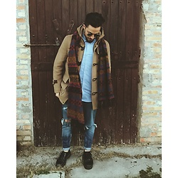 Matteo Peretti - Dr. Martens Black, Zara Blue Jeans, Zara Coat, Ray Ban Sun Glasses - Winter is back