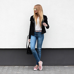 Diane Fashion -  - Pink shoes and white shirt