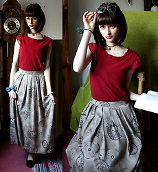 Sophia A - Esprit Red Top, Laurèl Steampunk Skirt - Explorer