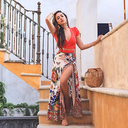 Elizabeth Keene -  - Crop Tops & Colorful Maxis