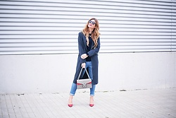 A TRENDY LIFE - Zara Jersey, Blanco Jeans, Céline Gafas De Sol, Gucci Bolso, Michael Kors Stilettos - Blue trench ang Gucci Dionysus bag