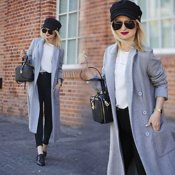 Daria Darenia -  - Long gray coat
