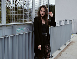 Pepper B. - Stradivarius Black Coat, No Name Lace Skirt - Gothic