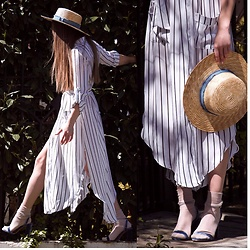 Mary Ryabich - Stradivarius Straw Hat, Zaful Striped Dress, Stradivarius Velvet Shoes, Koton Socks - Amalfian coast