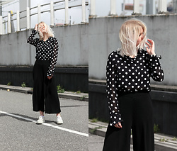 Manon Dijkhuizen - Vintage Shirt, Weekday Pants - At the train station