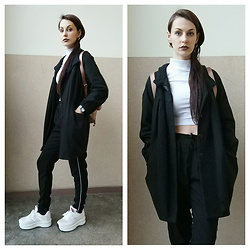 Klaudia - H&M Coat, Missguided Crop Top, Pull&Bear Pants -  a r r i v a l