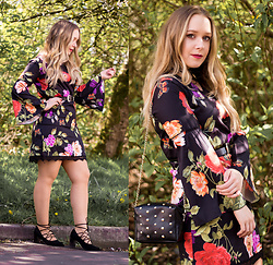 Emma Reay - Light In The Box Floral Dress, Rose Gal Studded Bag, Rose Gal Lace Up Heels - 70's Flared Floral Dress