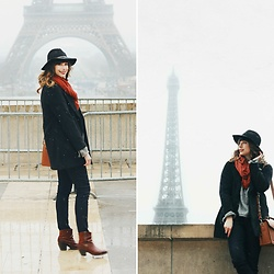 Mackenzie S - Old Navy Black Wool Coat, Jo Totes Siena Camera Bag, Old Navy Black Skinny Jeans, The Frye Company Booties, Asos Wool Fedora, Zara Oversized Wool Sweater -  Neige à Paris