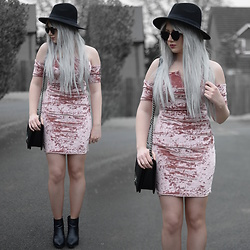 Sammi Jackson - Missguided Bardot Pink Velvet Dress, Zaful Sunglasses, Oasap Quilted Bag, Topshop Alexy Boots - PINK CRUSHED VELVET
