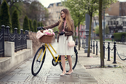 Juliette Jakubowska -  - YELLOW BIKE AND OUTFIT FROM 60S