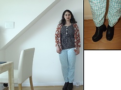 Selina M - New Look Floral Kimono, Self Made Gingham And Daisy Print Trousers, Swapped Chelsea Boots - Listen to the sound of all those freedom hearts
