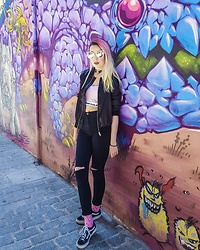 Darina David - Vans Shoes, Cropp Socks, Cropp Jacket - Street style