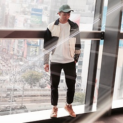 Effendy Sigit - Wego Caps, Floridakeys Outwear, Hellmoartwear Long Sleeve T Shirt, Uniqlo Pants, Vans Sneakers - Highlight
