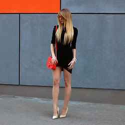Diane Fashion -  - Black dress and orange bag