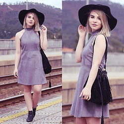 Carina Gonçalves - Lovelywholesale Dress, Pull & Bear Boots - 'Cause tonight I'm making deals with the devil