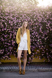 Marta Ucler Ucler - Mango Jacket, Bershka Shorts, Zara Sandals - Look Formal with colorful flowers