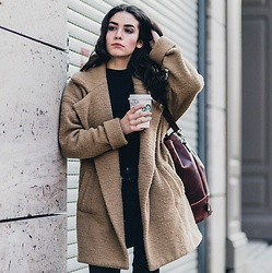 Frankie Miles - Subdued Camel Coat, Jost Leather Bag, Lee Black Skinny Jeans - Cold Berlin