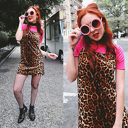 Trixie Belle (instagram = TRIXANDTHECITY) - Tobi Leopard Print Shift Dress, Sunglass Spot Pink Round Sunglasses, E8 By Miista Booties - SUPER SASSY