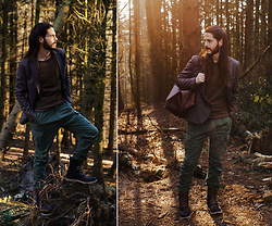 Maik - Antony Morato Blazer, Selected Homme Pullover, G Star Raw Cargopants, Sorel Boots, Buckle & Seam Weekender - Into the woods