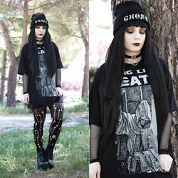 Federica D - Black Sanctuary Ghost Print Beanie, Black Sanctuary Long Live Death Tee, Shein Mesh Top, Romwe Fake Leather Choker, Cèduire Distressed Tights - Ghost
