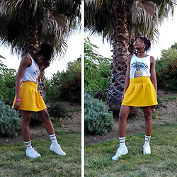 Yara Snow'z - Tally Weijl Stamped Shirt, New Yorker Yellow, Pull & Bear White Strips Socks - Tropically Yours