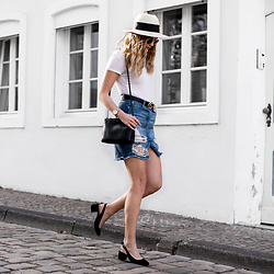 Catherine V. - H&M Straw Hat, Gucci Belt, Wearall Ripped Denim Skirt, Primark Slingback - Slingbacks and straw hat