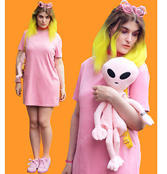 Alison Videoland - Zara Velvet Dress, Puma Pink Sneaker, Dollskill Alien Backpack, Lime Crime Orange Lipstick Cosmopop - Pink Velvet Alien